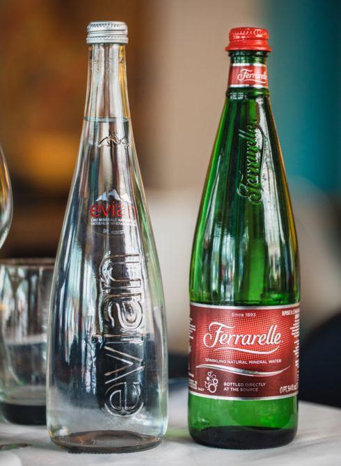 duo bouteilles evian Ferrarelle
